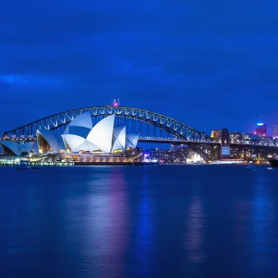DEST_AUSTRALIA_SYDNEY_Opera House and Harbor Bridge at twilight view from Mrs. Macquarie_s chair viewpoint.-GettyImages-528710993_Universal_Within usage period_27266