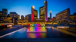 Toronto hotels near Nathan Phillips Square