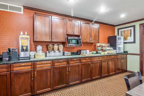 Quality Inn - Jackson - Kitchen