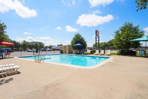 Econo Lodge Airport I-35 North - Dallas - Pool