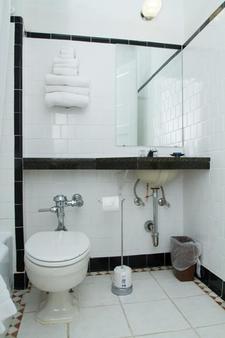 Hotel Harrington - Washington - Bathroom
