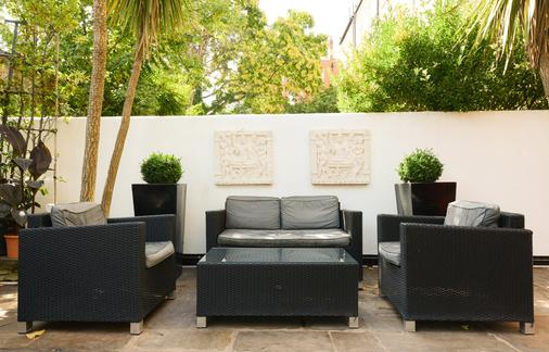 Mayflower Hotel & Apartments - London - Patio