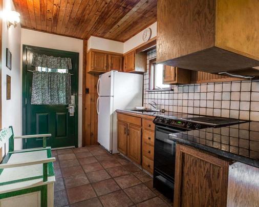 Quality Inn on Lake Placid - Lake Placid - Kitchen