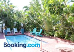 Southernmost Point Guest House - Key West - Pool