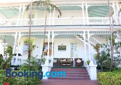Southernmost Point Guest House - Key West - Building