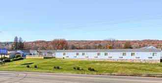 Rodeway Inn & Suites - Ithaca - Building