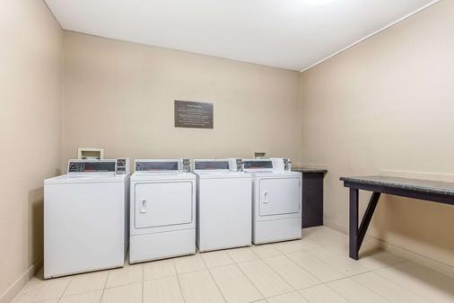Comfort Inn & Suites Crystal Inn Sportsplex - Gulfport - Laundry facility