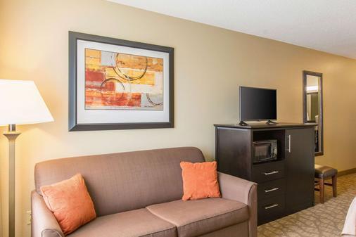 Comfort Inn East - Evansville - Living room