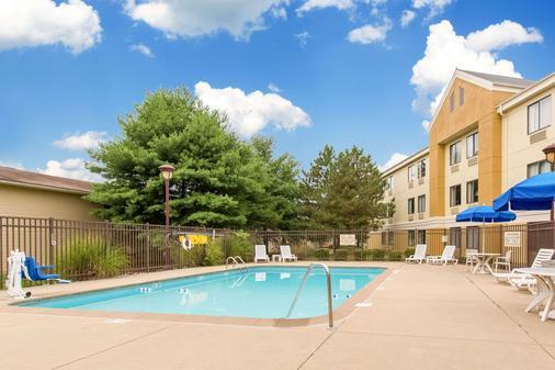 Comfort Inn East - Evansville - Pool