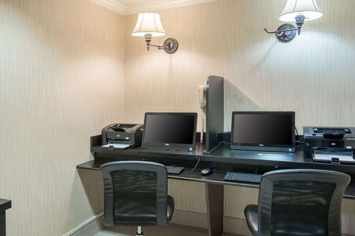 Comfort Inn East - Evansville - Business centre