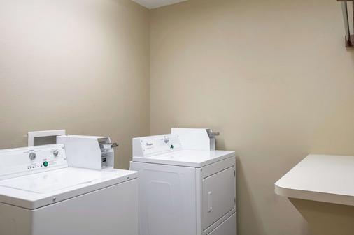Comfort Inn East - Evansville - Laundry facility