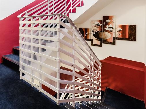 Aldgate Commercial House Apartments - London - Building