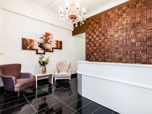 Aldgate Commercial House Apartments - London - Front desk