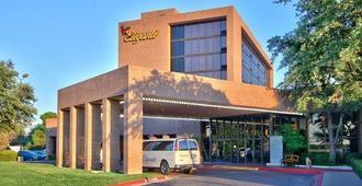 MCM Elegante Hotel And Conference Center Odessa - Odessa - Building