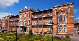 New Ambassador Hotel & Health Club - Cork - Building