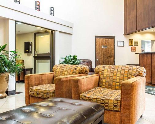 Quality Inn & Suites Coliseum - Greensboro - Lobby