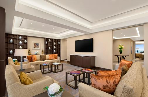The Leela Ambience Convention Hotel, Delhi - New Delhi - Living room