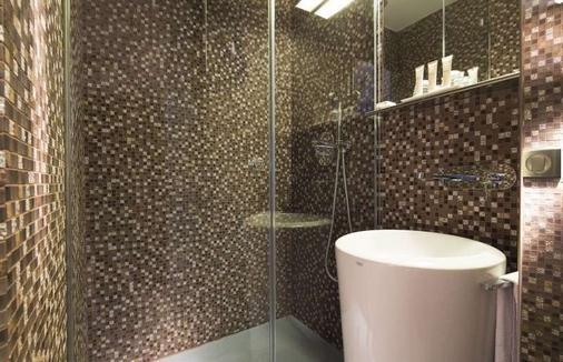 Hotel Sophie Germain - Paris - Bathroom