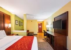 Comfort Inn & Suites - Dayton - Bedroom