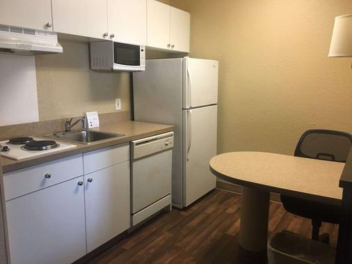 Extended Stay America-Orlando-Southpark-Commodity Circle - Orlando - Kitchen