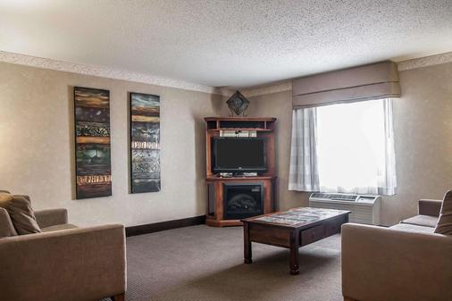 Sleep Inn & Suites - Minot - Living room
