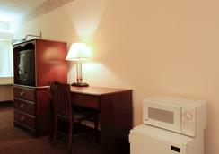 Americas Best Value Inn-North Capital - Raleigh - Bedroom