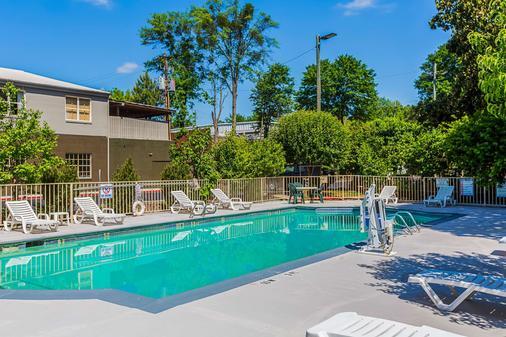 Quality Inn Northeast - Atlanta - Pool