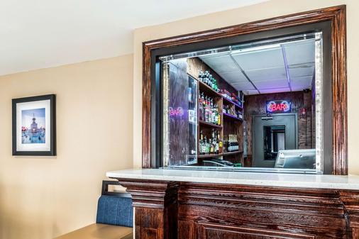 Comfort Inn Downtown - Detroit - Bar