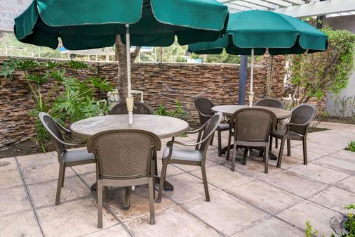 Tilt Hotel Universal/Hollywood, an Ascend Hotel Collection Member - Los Angeles - Patio