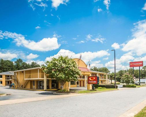 Econo Lodge Inn and Suites at Fort Benning - Columbus - Outdoor view