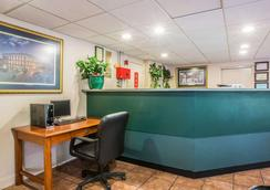 Econo Lodge Inn and Suites at Fort Benning - Columbus - Lobby