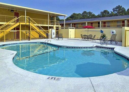 Econo Lodge Inn and Suites at Fort Benning - Columbus - Pool