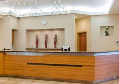 Quality Inn & Suites - Winnipeg - Lobby