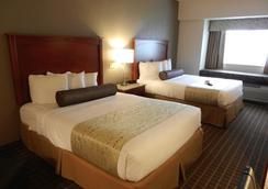 Best Western Plus Peak Vista Inn & Suites - Colorado Springs - Bedroom