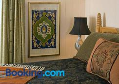 Four Kachinas Bed & Breakfast Inn - Santa Fe - Bedroom