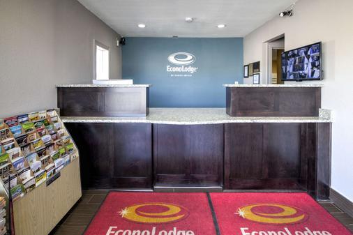 Econo Lodge Airport - Norfolk - Front desk