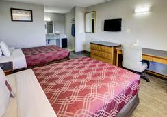 Econo Lodge Airport - Norfolk - Bedroom