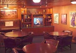 Pike's Waterfront Lodge - Fairbanks - Bar