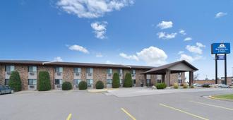 Americas Best Value Inn & Suites - Bismarck - Building