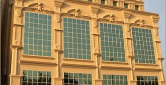 Carlton Tower Hotel - Dubai - Building