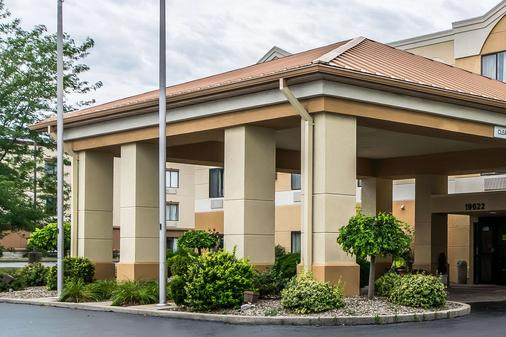 Quality Inn and Suites Evansville - Evansville - Building