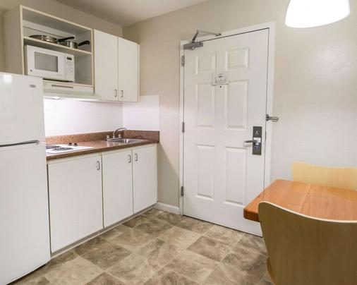 Suburban Extended Stay - Melbourne - Kitchen