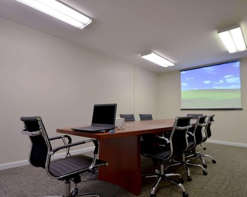 Suburban Extended Stay - Melbourne - Meeting room