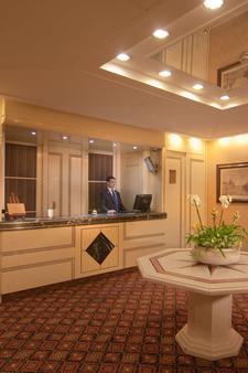 Atlante Garden Hotel - Rome - Front desk