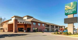 Quality Inn - Memphis - Building