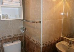 Claridge's - Menton - Bathroom