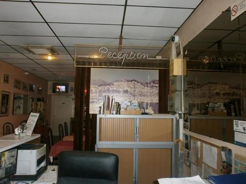 Claridge's - Menton - Front desk