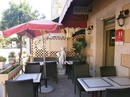 Claridge's - Menton - Balcony