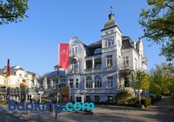 Hotel Vier Jahreszeiten Kühlungsborn - Kuehlungsborn - Building