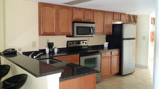 Atlantic Palms Hotel Suites & Condos - Myrtle Beach - Kitchen